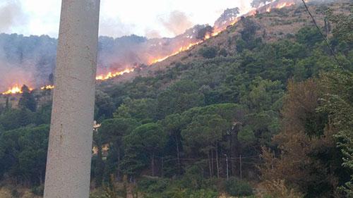 Incendio_Cava_fiamme_collina