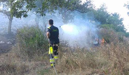 Incendio_Cava_fiamme_collina_Protezione_Civile
