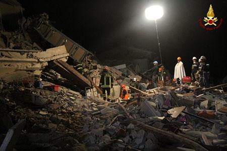 terremoto-notte-vigili-del-fuoco