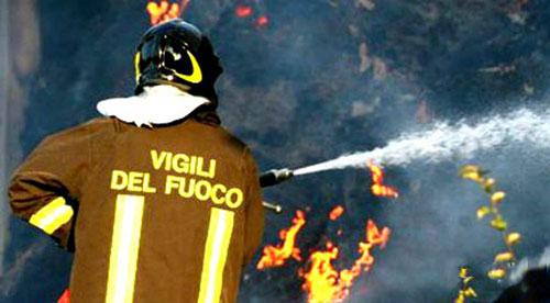 In fiamme autocisterna: paura sulla Fondovalle Sele