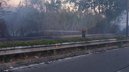 Incendio_Zona_Industriale_5_Vigili_del_Fuoco