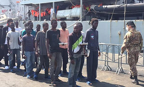 Migranti_immigrati_sbarco_Salerno_3