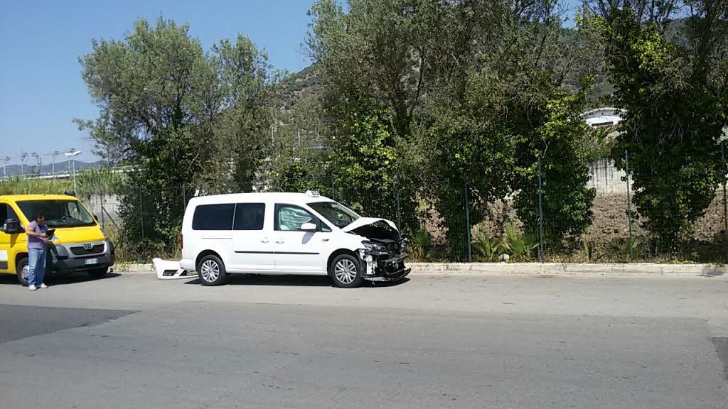 Taxi_incidente_carroattrezzi_1