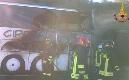 bus-in-fiamme