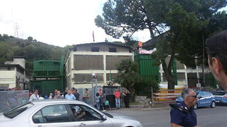 fonderie-pisano-protesta-tetti-1