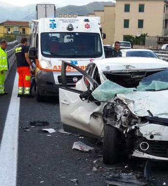 incidente-stradale-ambulanza-autostrada-1