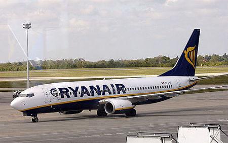 Ryanair punta sulla Campania ed è subito sfida tra Napoli e Salerno