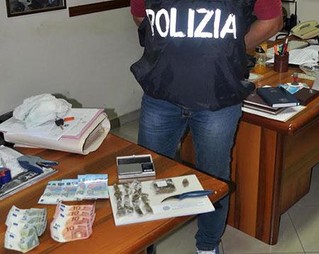 arresto-polizia-droga-e-soldi