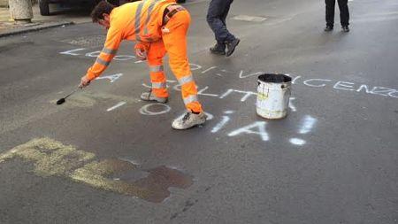 Salerno subito rimosse le scritte anti luci d artista in for Subito offerte lavoro salerno