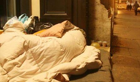 clochard-senza-tetto-notte