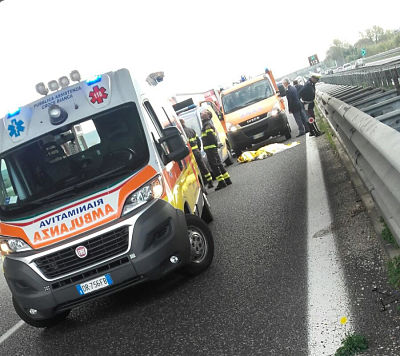 autostrada-morto-ambulanza