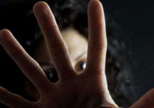 Dodicenne costretta a fare sesso con un coetaneo: due arresti