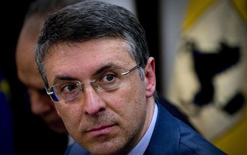 Anticorruzione, il governo riduce i poteri di Cantone sul controllo degli appalti