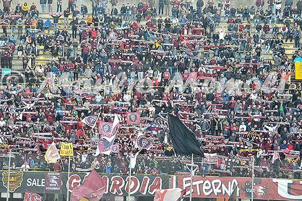 salernitana-ternana-2016-22-sciarpata-tifosi