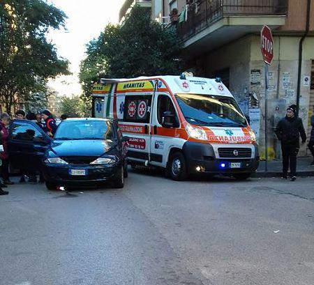 auto-tamponata-ambulanza-incidente
