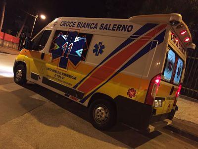 croce-bianca-salerno-notte-ambulanza