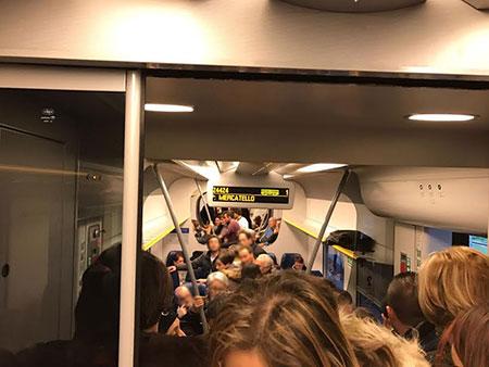 metropolitana-affollata-2