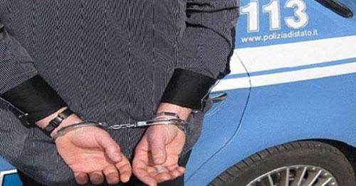 Rubano due motorini, poi tentano una pericolosa fuga: 2 arresti a Nocera