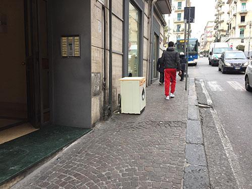 lavatrice-abbandonata-a-salerno