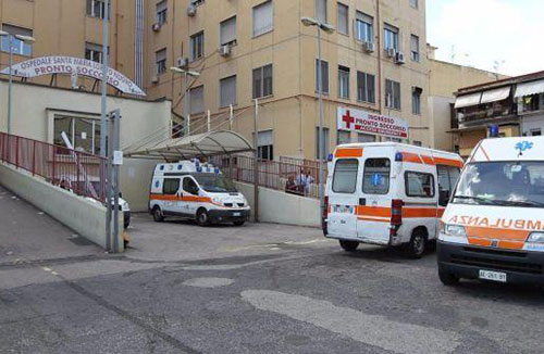 Napoli, blitz anti-assenteisti in ospedale: 94 indagati, 55 arresti