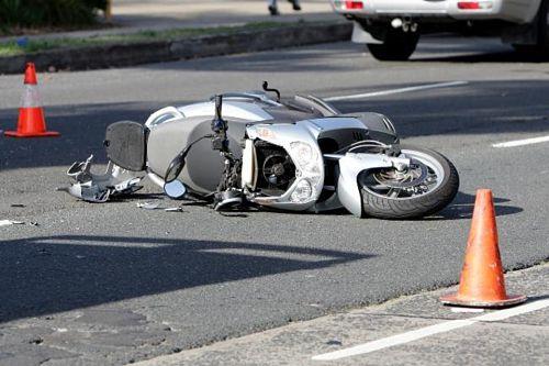 Cade dal motorino e rischia di morire: 18enne di Camerota in ospedale