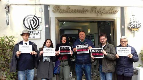 Napoli: dopo gli spari la pasticceria Poppella risponde con il «Proiettile Babà»
