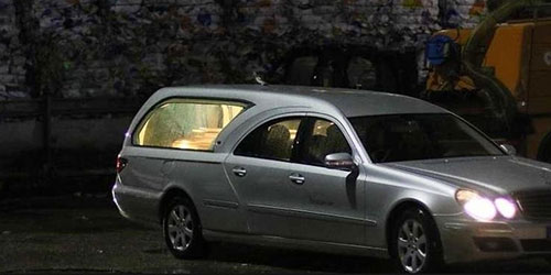Ladro ruba carro funebre con la bara dentro. Ritrovato giorno dopo