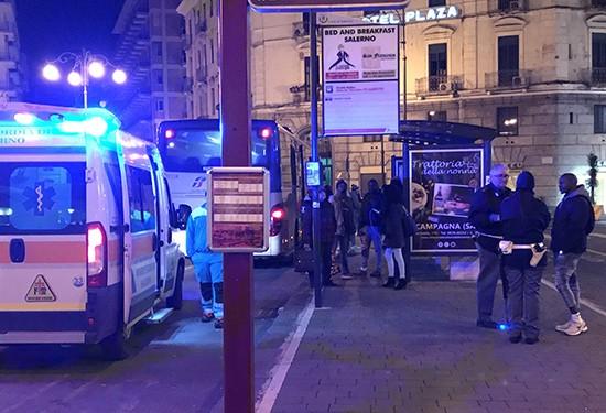 Salerno: accoltella 33enne davanti alla stazione, arrestato gambiano