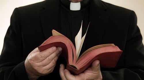 Vaticano, il segreto confessionale non può essere violato