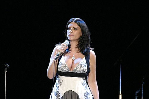 Laura Pausini, saltano due concerti per problemi di salute: ecco cosa succede