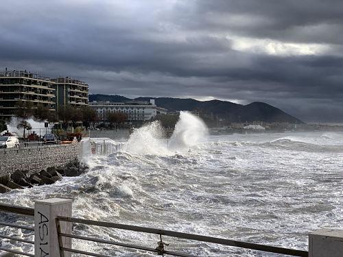 Meteo, da lunedi cambia tutto: in arrivo forti venti e mareggiate