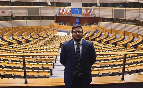 Politica il salernitano marco mazzeo pd in visita al for Lavorare in parlamento