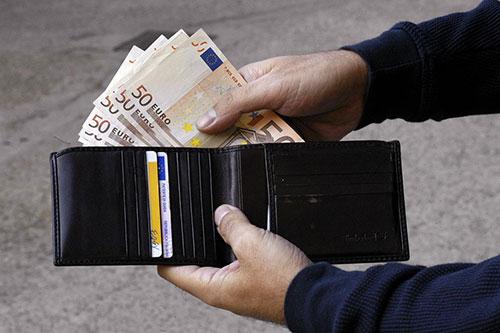 Coronavirus: en 2020, il a coûté aux Italiens 5420 euros chacun, enquête comptable - Euro 2020