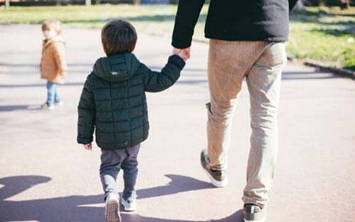 Sì a passeggiata bambini ma solo con un genitore