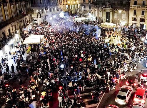 Festeggiamenti vittoria Coppa Italia, Guerra (OMS): 'Sciagurati tifosi in  piazza a Napoli' - Salernonotizie.it