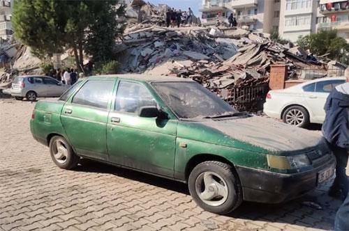 Devastante terremoto in Turchia, crollano edifici: si scava sotto le macerie