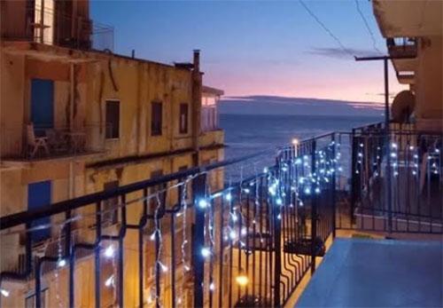 """IlluminiAMO Salerno: in oltre 10mila pronti a """"dare luce"""" ai balconi della  città - Salernonotizie.it"""